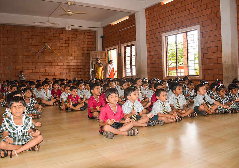 Benhill english school yoga day 2019